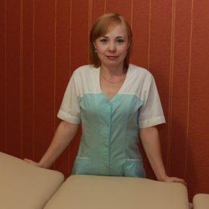 Главный специалист центра по массажу и обучению массажным практикам, SPA-процедурам. Имеет медицинское образование. Стаж работы 6 лет.